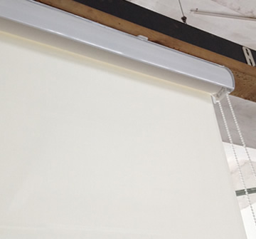 Motorised roller shade with cassette